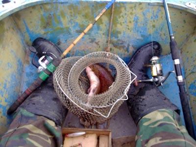Рыбачу с лодки